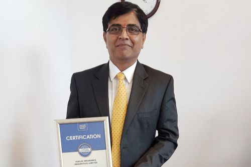 Jubilee Insurance Mauritius CEO, Krishnan Rajapalayam, possess for a picture after receiving the Blue Company Certification